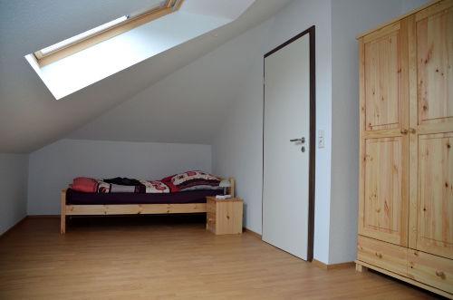 Schlafzimmer DG mit zwei Einzelbetten