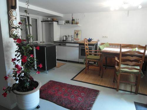 Blick zur Küche und Essbereich