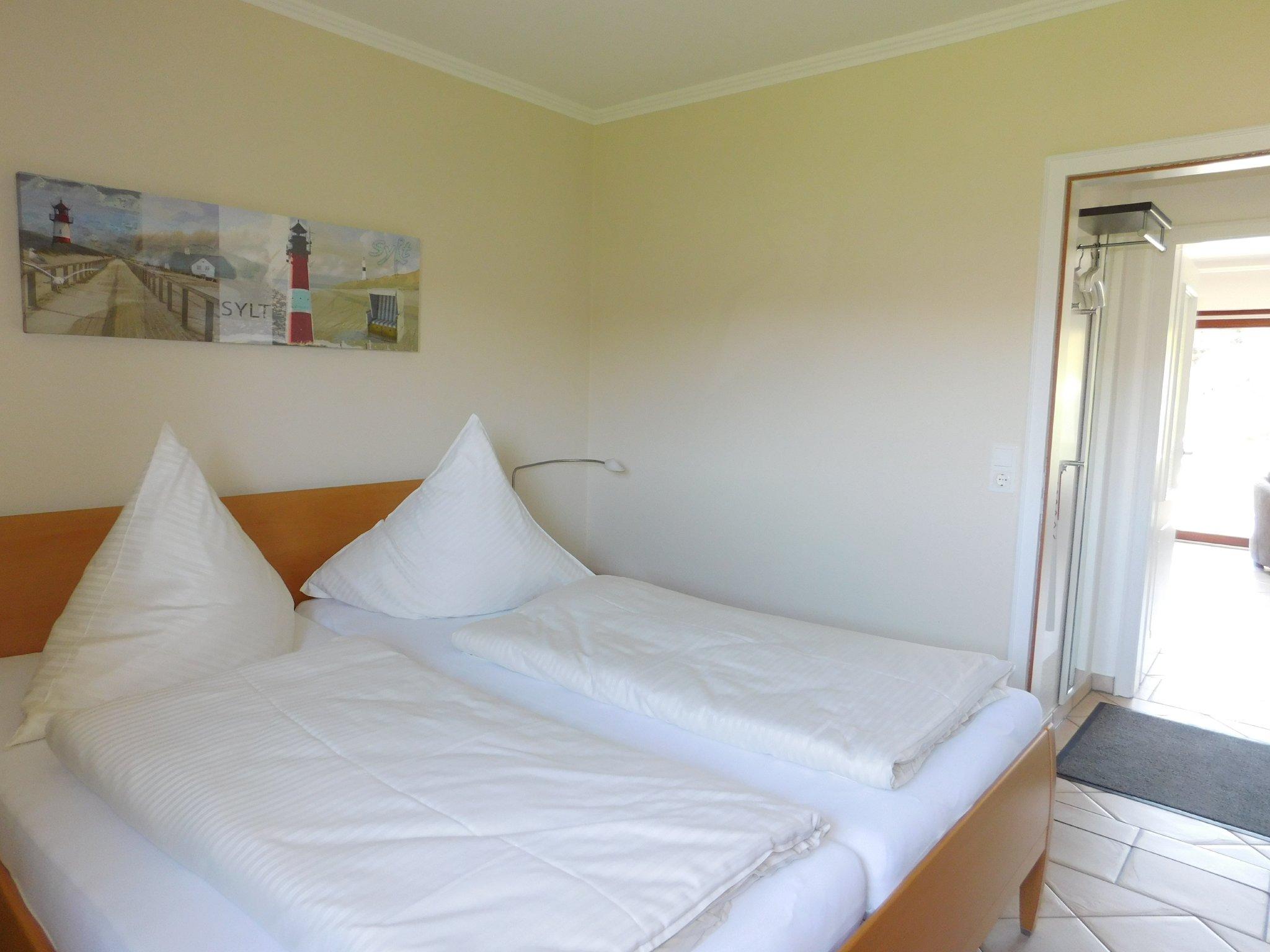 Schlafzimmer im UG mit Laminatboden
