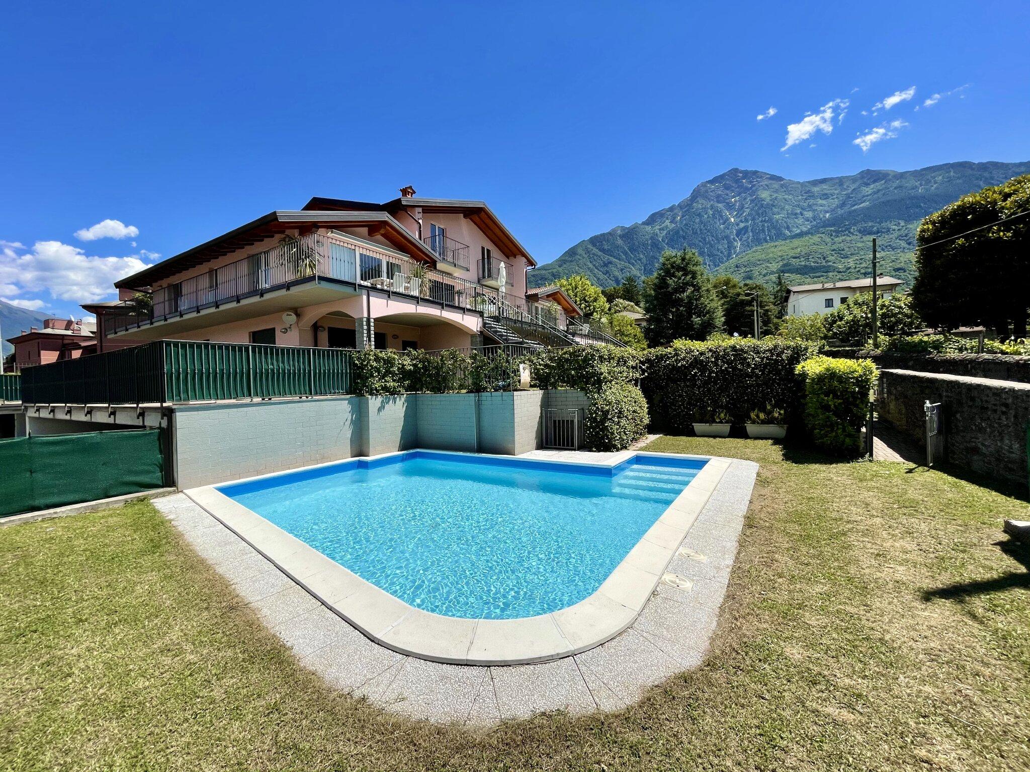 Pool direkt neben der Terrasse