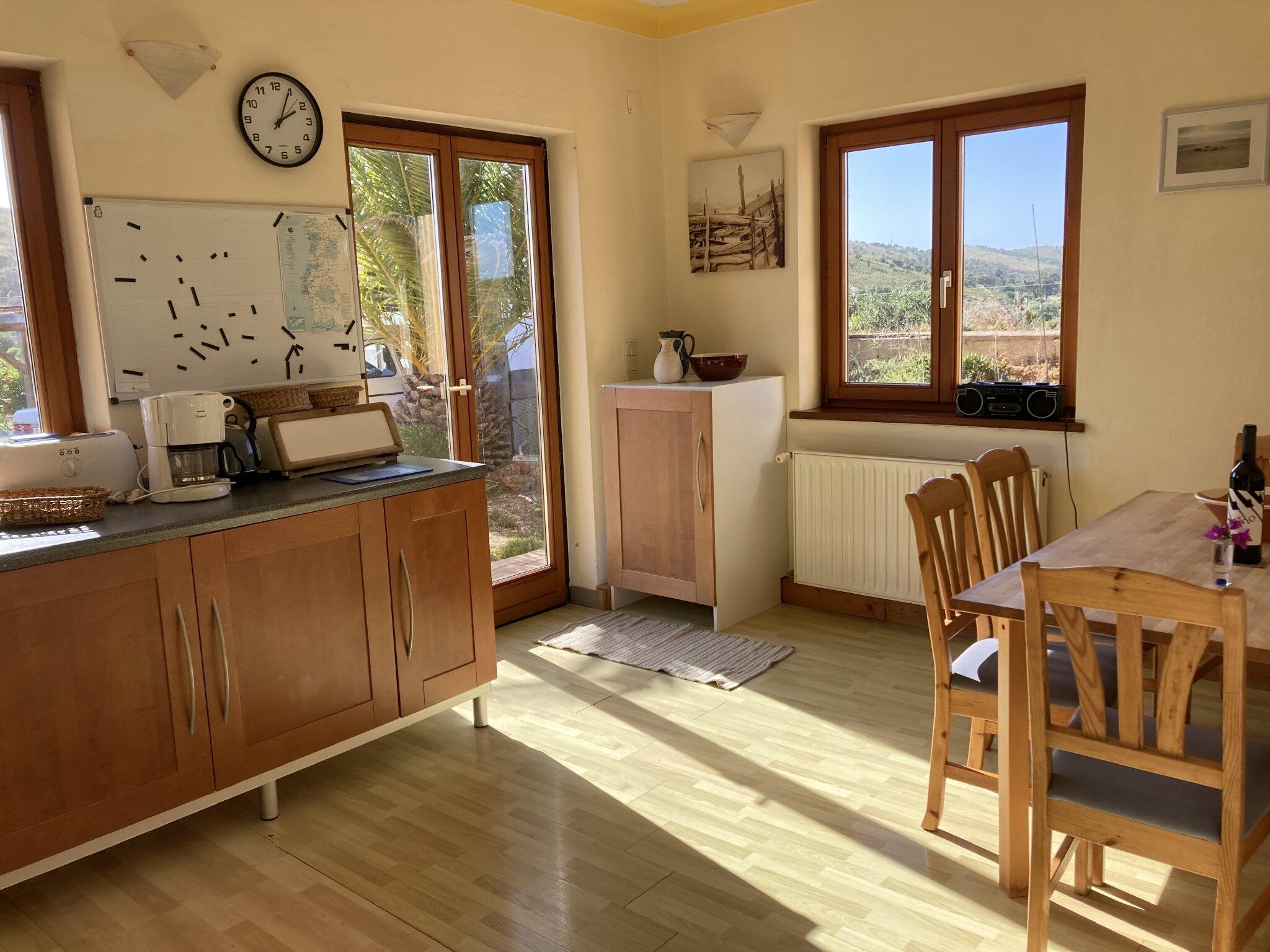 Wohnzimmer mit den grossen Terrassent�re