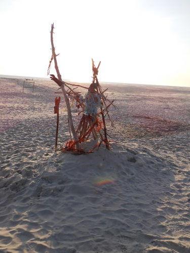 Skulptur aus Strandgut am Knipsand