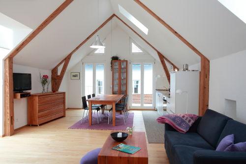 Wohnraum und Küche im Appartement Violet