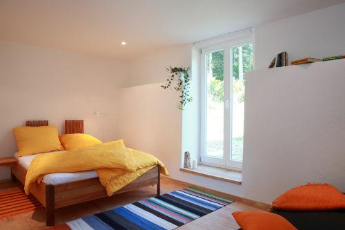 Doppelbett im Appartement Jaune