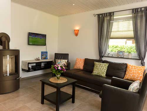 Wohnbereich mit TV und Stereoanlage