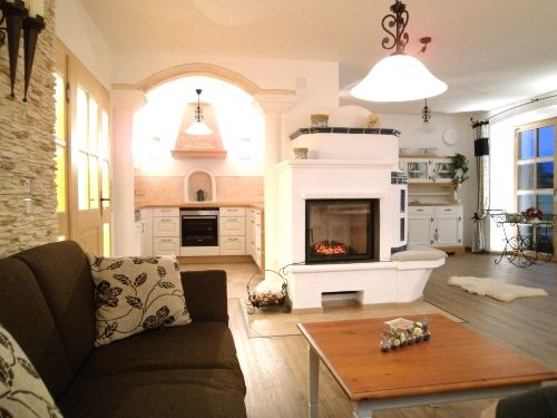 Exklusiver Wohnraum mit Küchenabteil