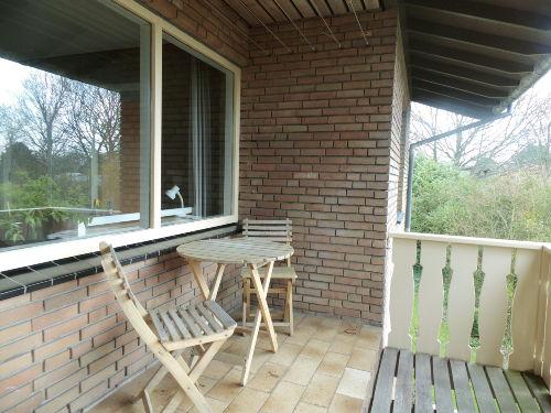 Terrasse mit neue Holzmöbel