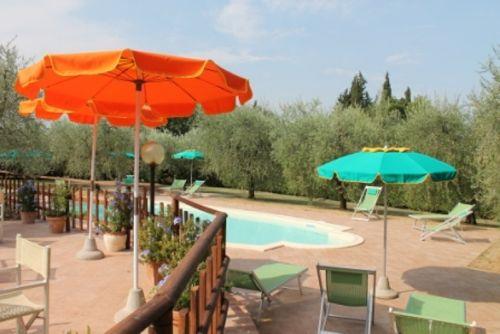 Terrasse und Schwimmbad