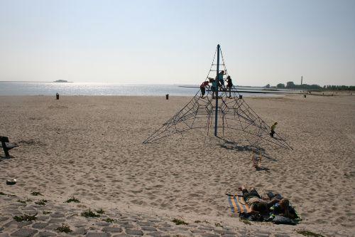 Strand mit Hallenbad und Paviljon