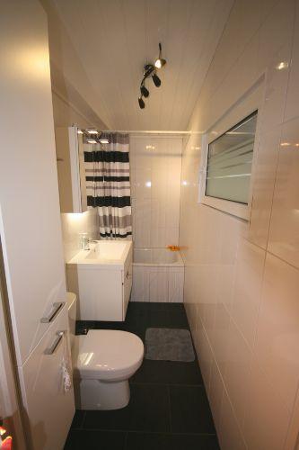 Badezimmer Duschwanne, WC & Waschbecken