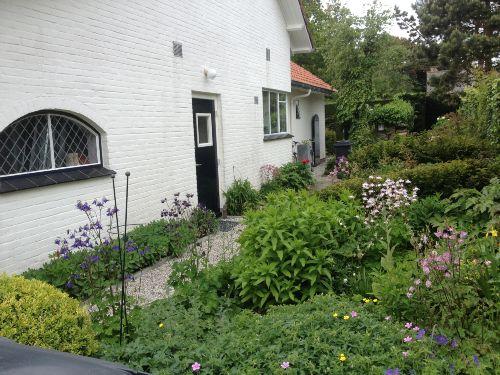 Entree mit Garten und Terrasse