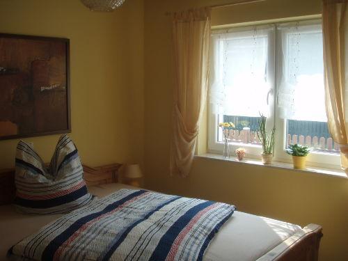 Fensterseite des Schlafzimmers