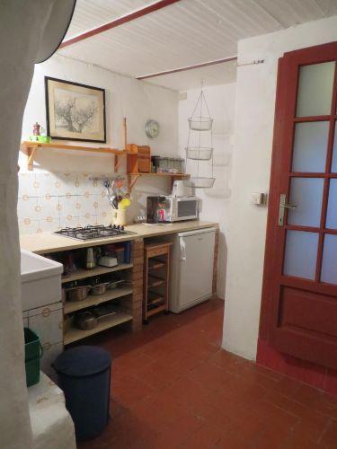Küche, rechts Badezimmertüre