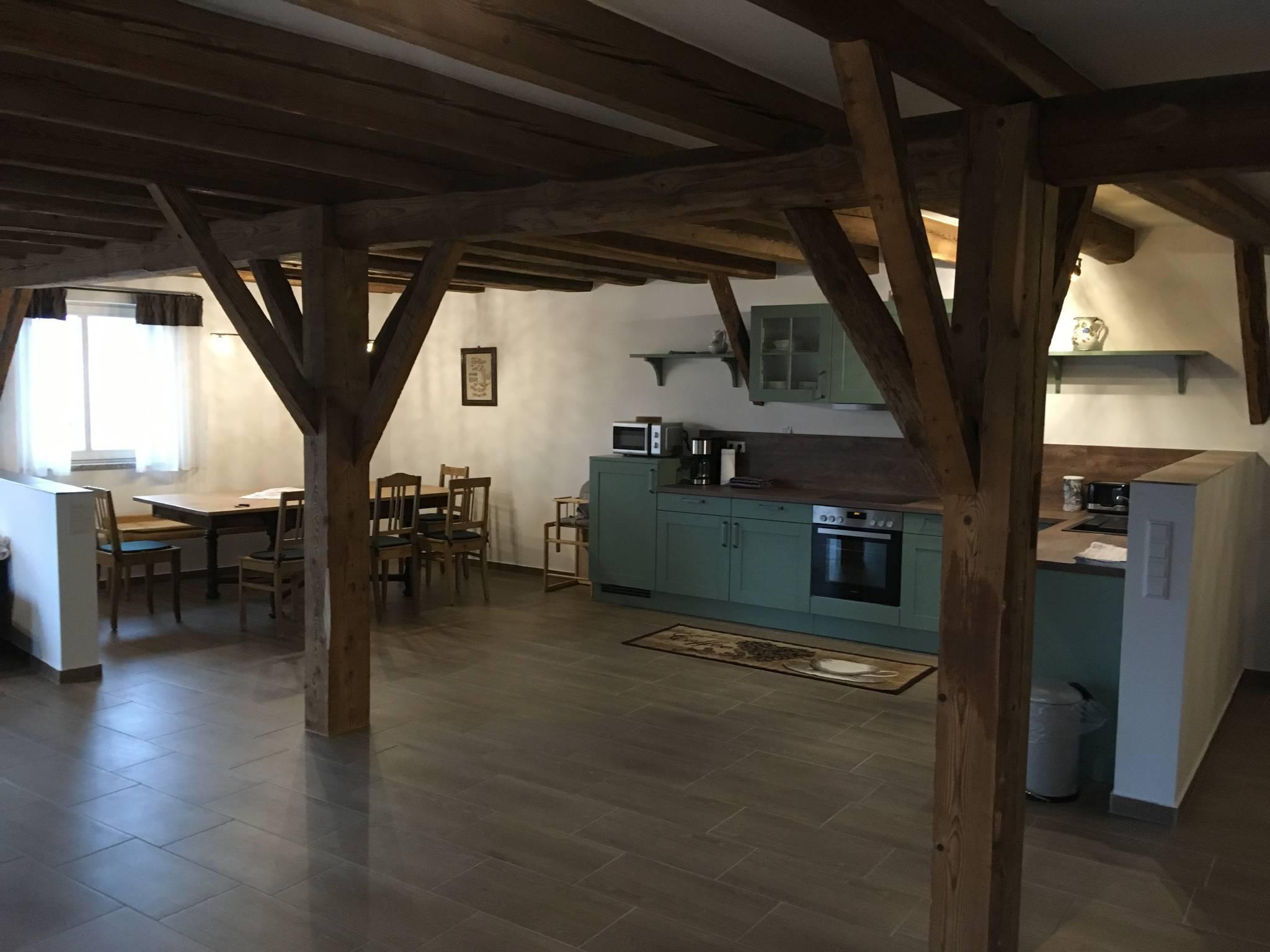 Küche, Essen und Wohnzimmer