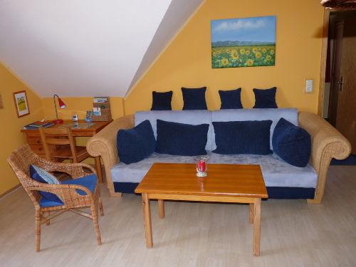 Schreibtischecke und ger�umiges Sofa