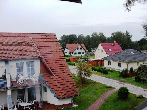 Blick auf die Gaststätte im Hintergrund
