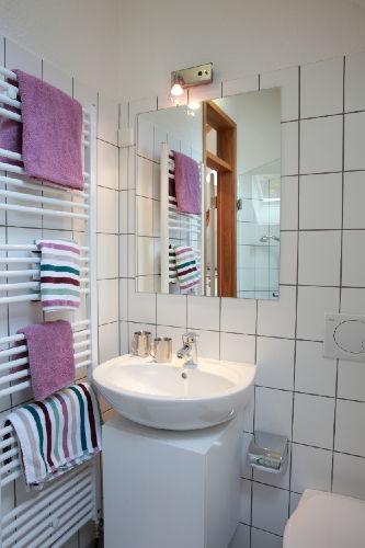 Das Badezimmer im Appartement Violet
