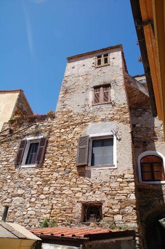 Blick auf das Haus bergan