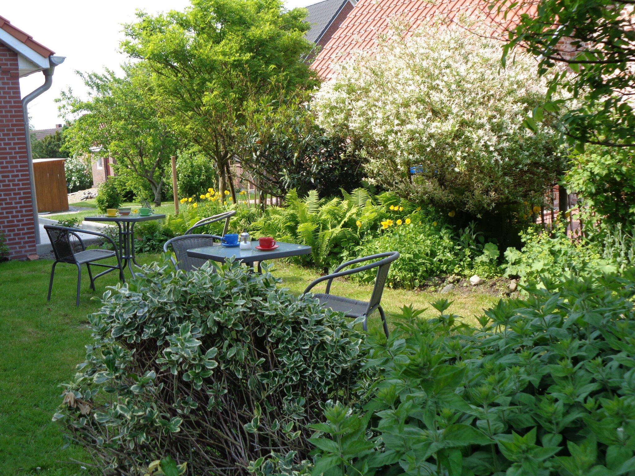 Dorfansicht Pilsum mit Kreuzkirche