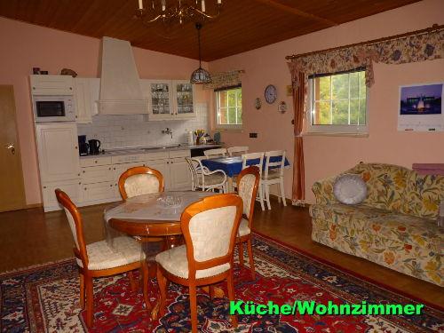 Küche mit Essbereich / Wohnzimmer
