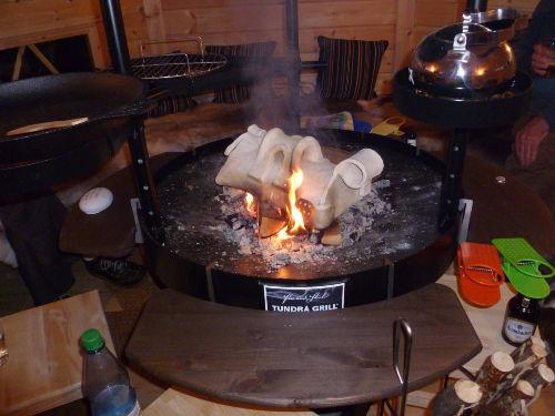 Grill in der Kota mit Kartoffeltopf