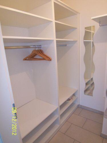 Ankleidezimmer mit Einbauschrank