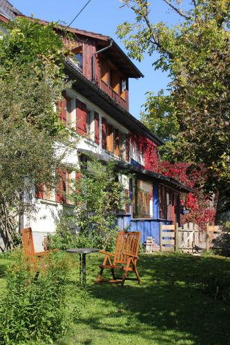 Bauernhaus Südseite mit Garten