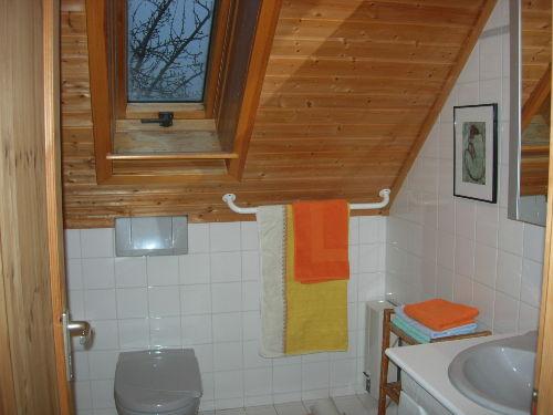 das Bad im Obergeschoss