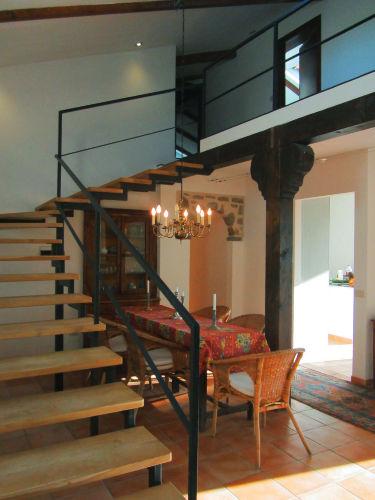 Treppe vom Essbereich zur Galerie
