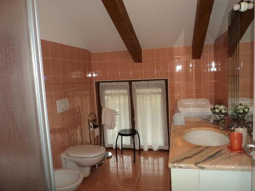 Badezimmer mit grosse Dusche