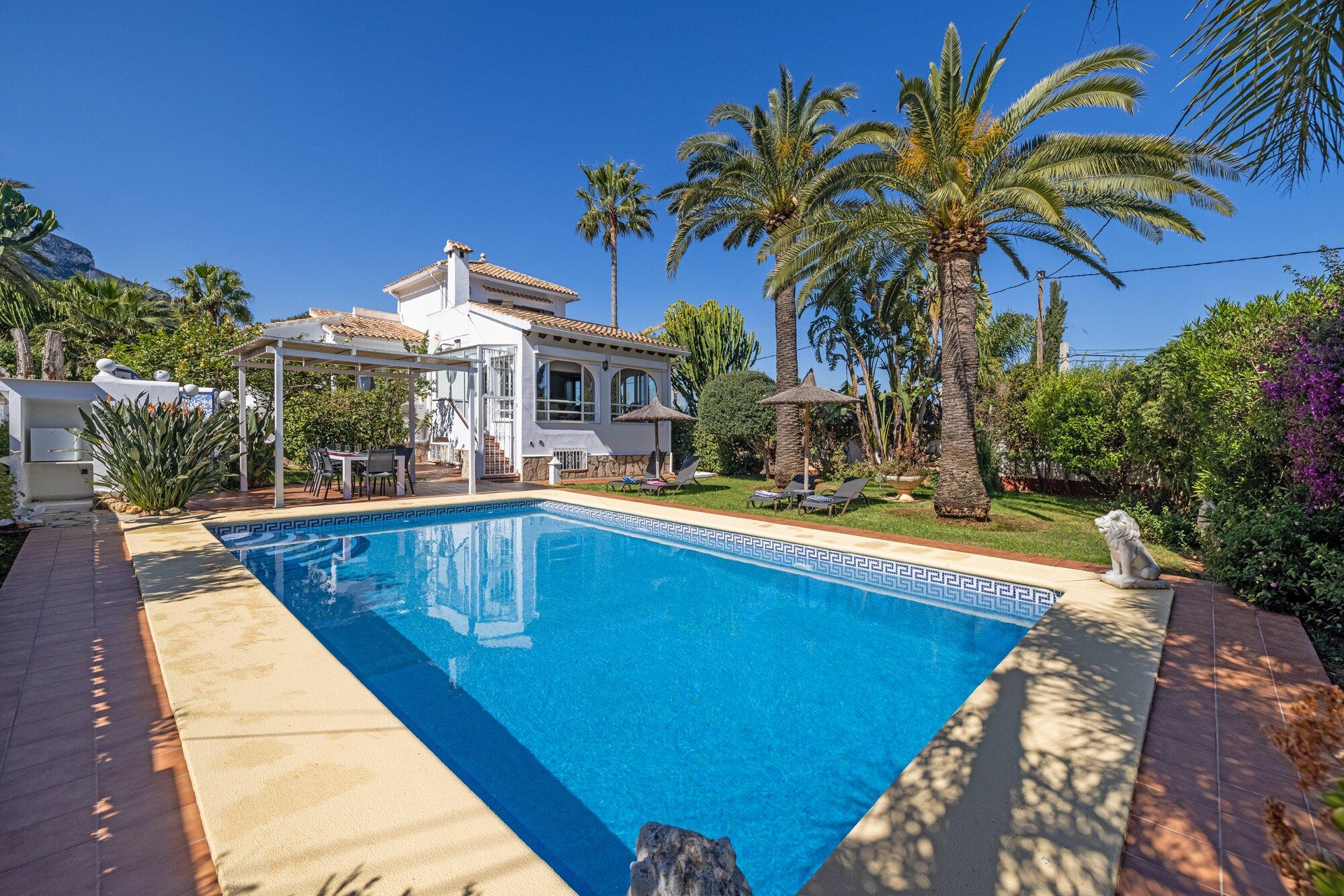 Villa Santa Maria Gartenansicht mit Pool