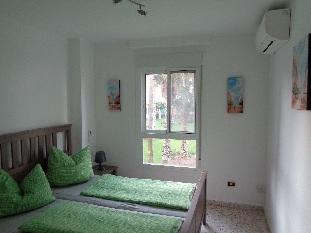 Schlafzimmer (Eltern) Bett 2,00x1,60m