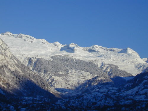 Blick auf die Belalp aus dem Tal