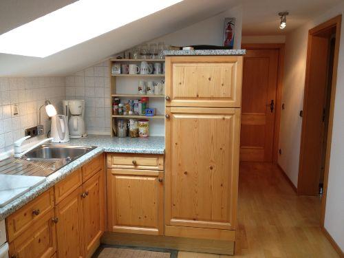 gut ausgestattete, helle Küche