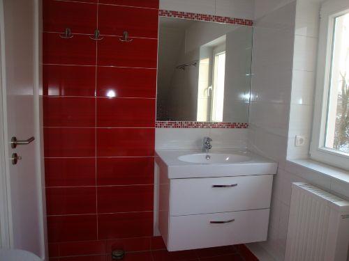 Bad mit Wanne und WC im Obergeschoss