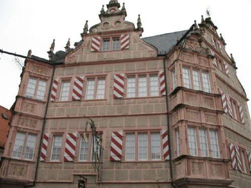 Renaissance-Haus im Ort