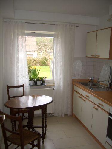 Blick durch Küche in den Garten