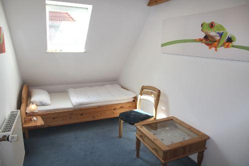 das 1. Kinderzimmer mit Dachfenster