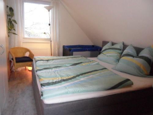 Einzelbett im Dachstudio