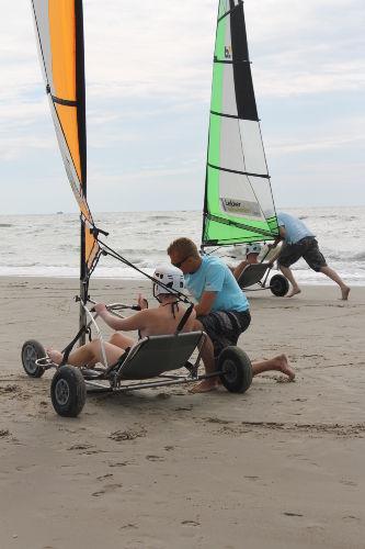 Blowkarten am Strand von Callantsoog