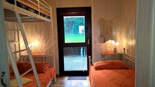 Schlafraum 2 mit Zugang zur Terrasse