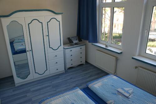 Fewo 9 - Schlafzimmer mit Doppelbett