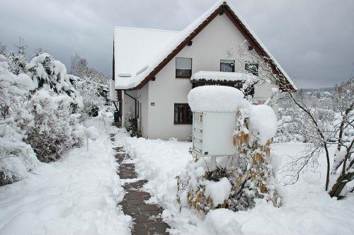 Eingang und Garten im Winter