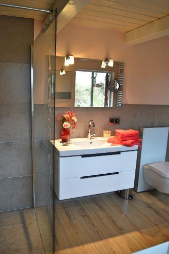 Duschbad: Groß, hell, Fußbodenheizung