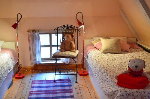 Kinder/Besucherbereich mit 2x1m-Betten