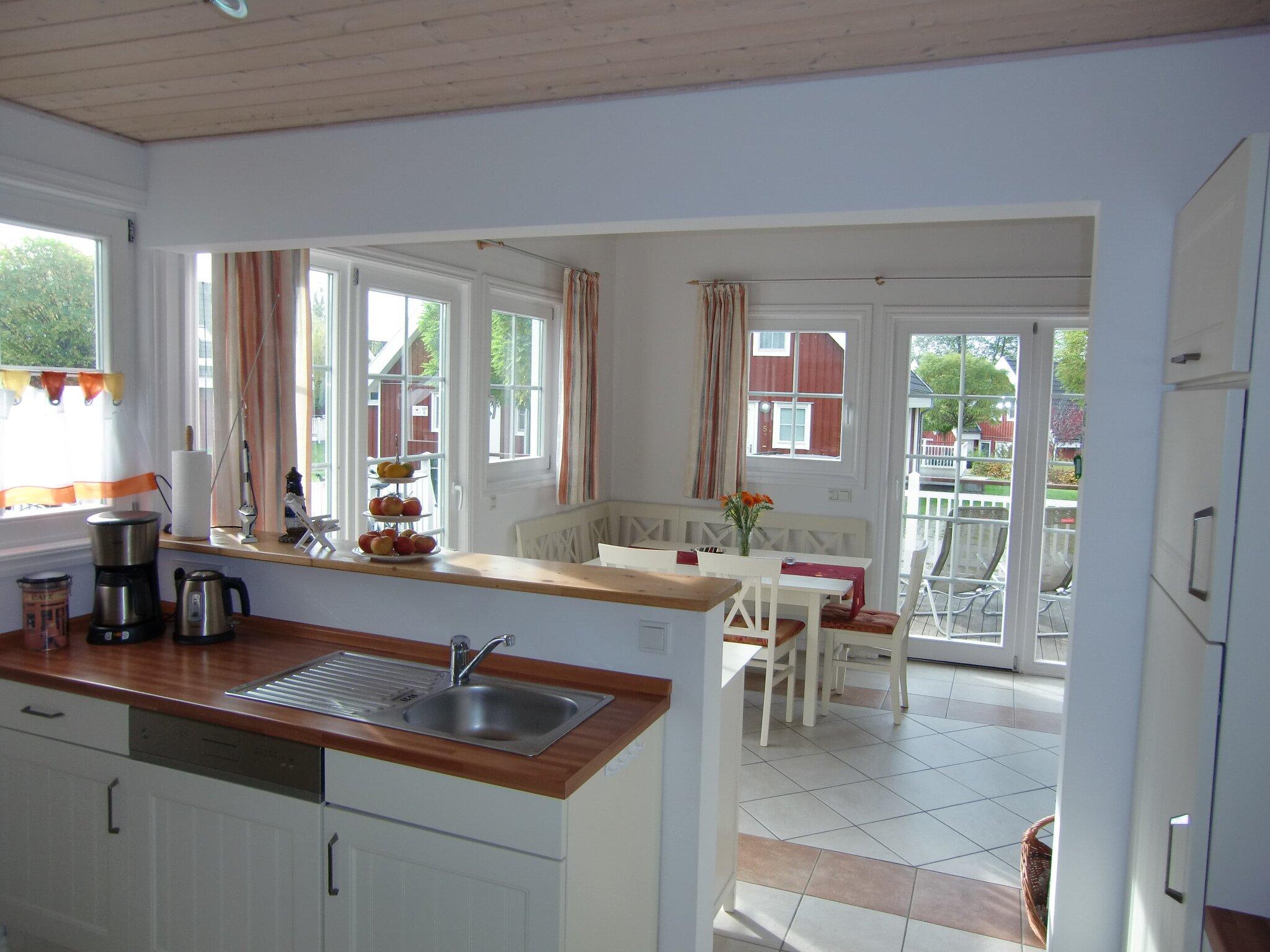 Die Küche mit Blick zum Essbereich