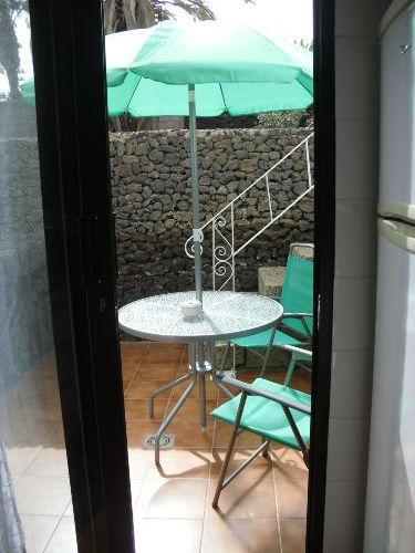 Blick von der Küche auf die Terrasse
