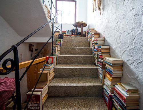 Bücher überall, über tausend!