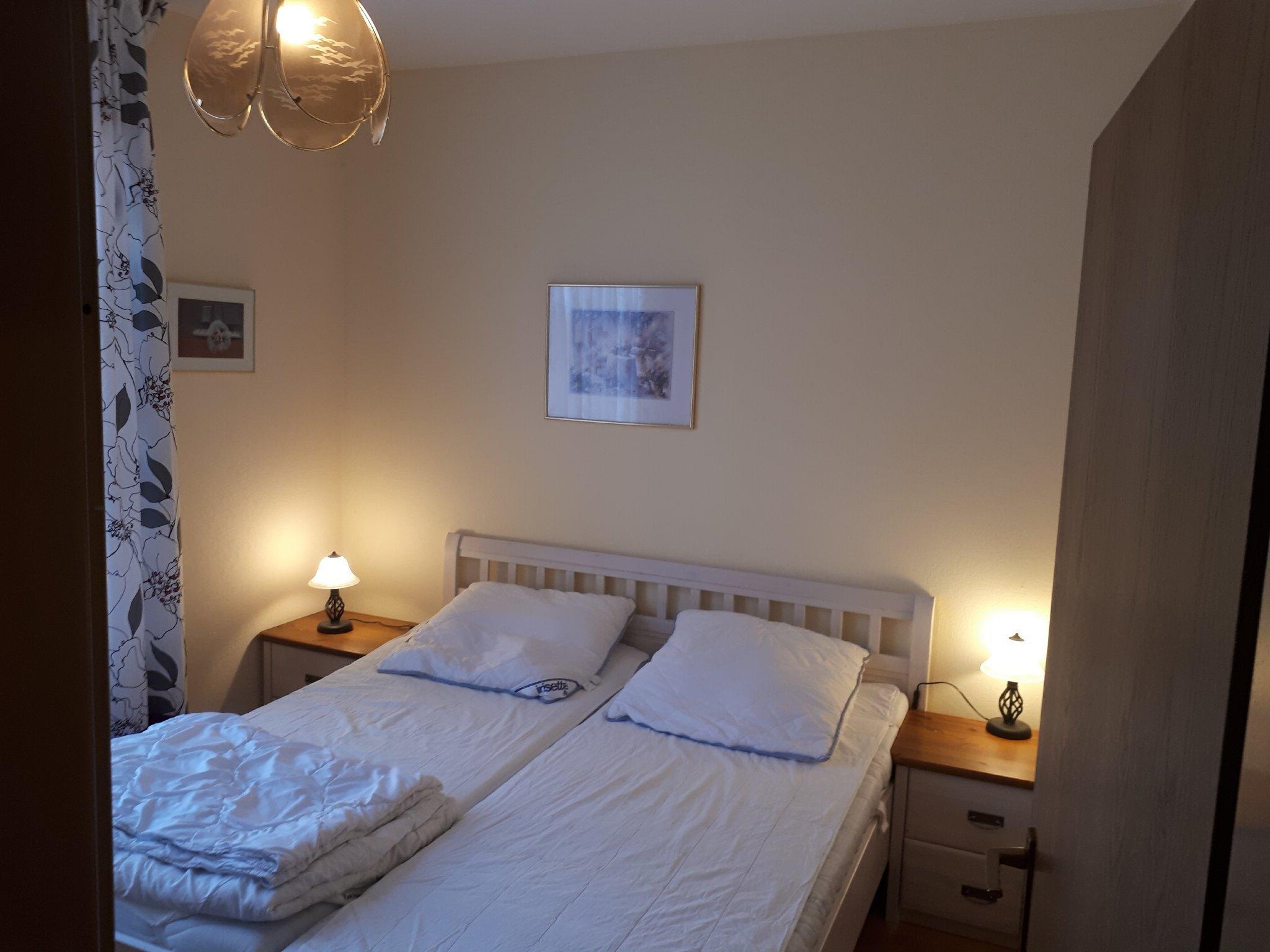 1. Schlafzimmer mit Doppelbett 2 x 1,80 m