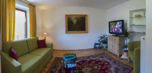 Wohnzimmer mit Doppelschlafsofa
